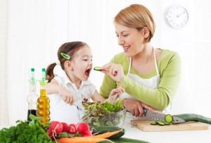 zdravoslovno-hranene-maika-i-dete