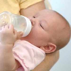 Какви напитки да пият децата ни и по колко вода да им даваме на ден