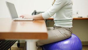 Какво да правим ако получаваме спазми след продължително седене ?