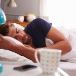 През зимата, когато е тъмно сутрин, едва ставам от леглото – много ми се спи. Защо?