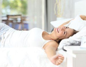 Събуждам се със запушен нос. Възможно ли е причината да е в леглото или завивките?